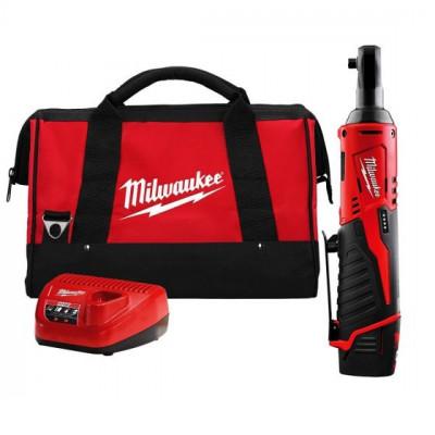 Milwaukee 12V Skralle ⅜″ IR i Bag med 1 x 12V 2,0Ah batteri & lader Verktøy.no